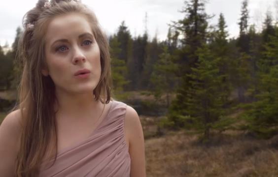 Musikvideo: Iselin Solheim & A. Rose Jackson - Wizard Of ...