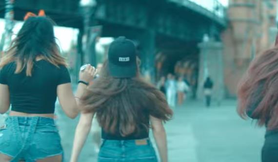 Musikvideo Mert Liebe Heisst