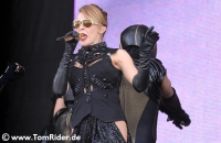 Kylie Minogue performt f�r die QUEEN