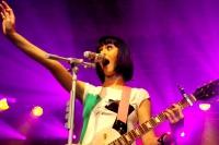 Katy Perry und die Faszination fuer gruene Maennchen