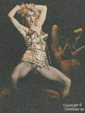Madonna: erst rechts, dann links...
