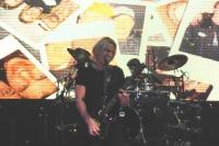 Nickelback: Fan st�rzt B�schung hinunter!