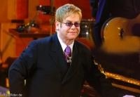 Elton John ist Vater!