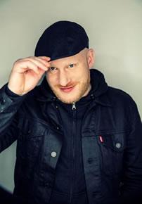 Flo Mega gibt Live-Konzert in der JVA Koeln