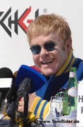 Elton John: 'Ich bin jetzt eine moderne Frau'