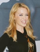 Kylie Minogue verteidigt ihre kleine Schwester