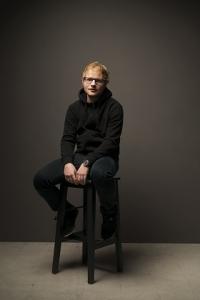 Ed Sheeran verschenkt sein Vermoegen