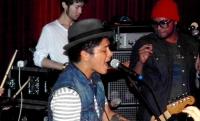 Bruno Mars und die Garderoben-Extra-Wuensche