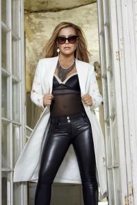 Anastacia verkauft Mode bei Aldi-Süd