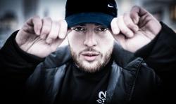 Deutsche Single-Charts: Bausa klebt auf Platz 1 fest
