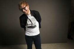 Ed Sheeran: Weihnachtsbaum mit Schräglage