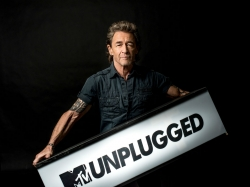 Peter Maffay liest Songtexte vom Teleprompter ab