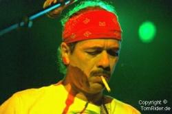 Carlos Santana: Seine Frau sitzt auf Tour am Schlagzeug