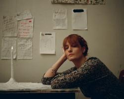Florence Welch: kreativ befluegelt, ganz ohne Alkohol