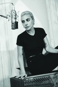 Lady Gaga ueberrascht Fans