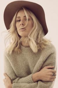 Ellie Goulding singt für Bedürftige