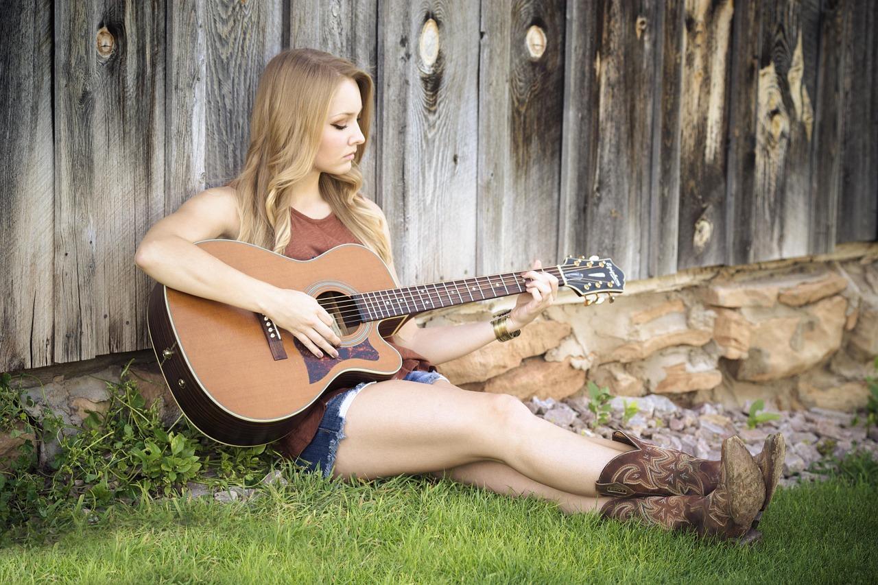Video-Gitarrenkurs: Beliebige Lieder auf der Gitarre begleiten