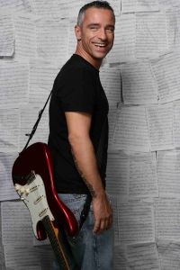 Eros Ramazzotti: Pause wegen eine Stimmbaender-OP