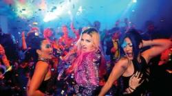 Madonna ist mit 30 Tonnen Gepaeck in Israel gelandet