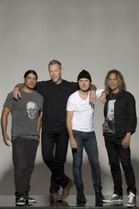 'Metallica' bekommen symboltraechtige Betonskulptur