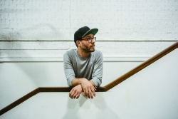 Mark Forster wirbt fuer 'Choere' als Tor-Song des DFB
