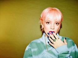 Lily Allen bezahlt Fans Geld fuer Song-Werbung