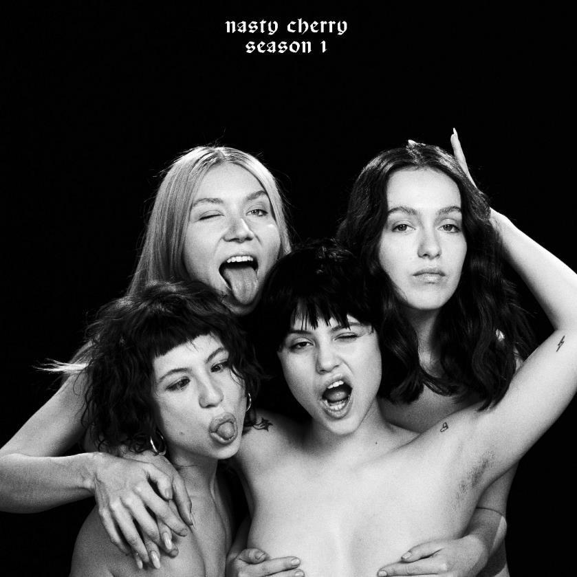 Charlie XCX castet die Girlband Nasty Cherry