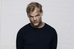 Avicii: neue Version von 'Fade Away' am Tributkonzert