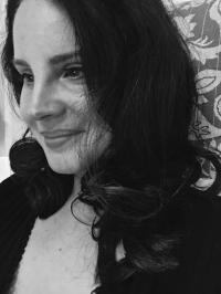 Lana Del Rey geniesst Schmink-Pause