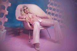 Katy Perry: Adele ueberraschte sie im Morgenmantel