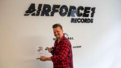 Ben Zucker erhält 'Nummer 1 Award der Offiziellen Deutschen Charts'