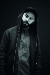 Woodkid kaempft musikalisch gegen Selbstzerstoerung