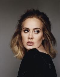 Adele knallt sich Apfelschaumwein rein