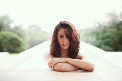 Voll aufs Gesicht: Vanessa Mai erleidet Pool-Unfall