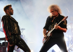 Brian May: Knapp den Flammen entkommen