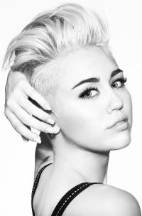 Miley Cyrus ueber ihren schweren Unfall als Kind