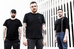 'Antilopen Gang' über 'Adrenochrom': 'Der Titel passt perfekt'