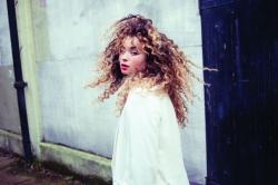 Ella Eyre: 'Rassismus existiert in der Musikindustrie'