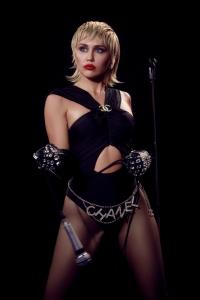 Miley Cyrus und Dua Lipa: Es ist blutig geworden