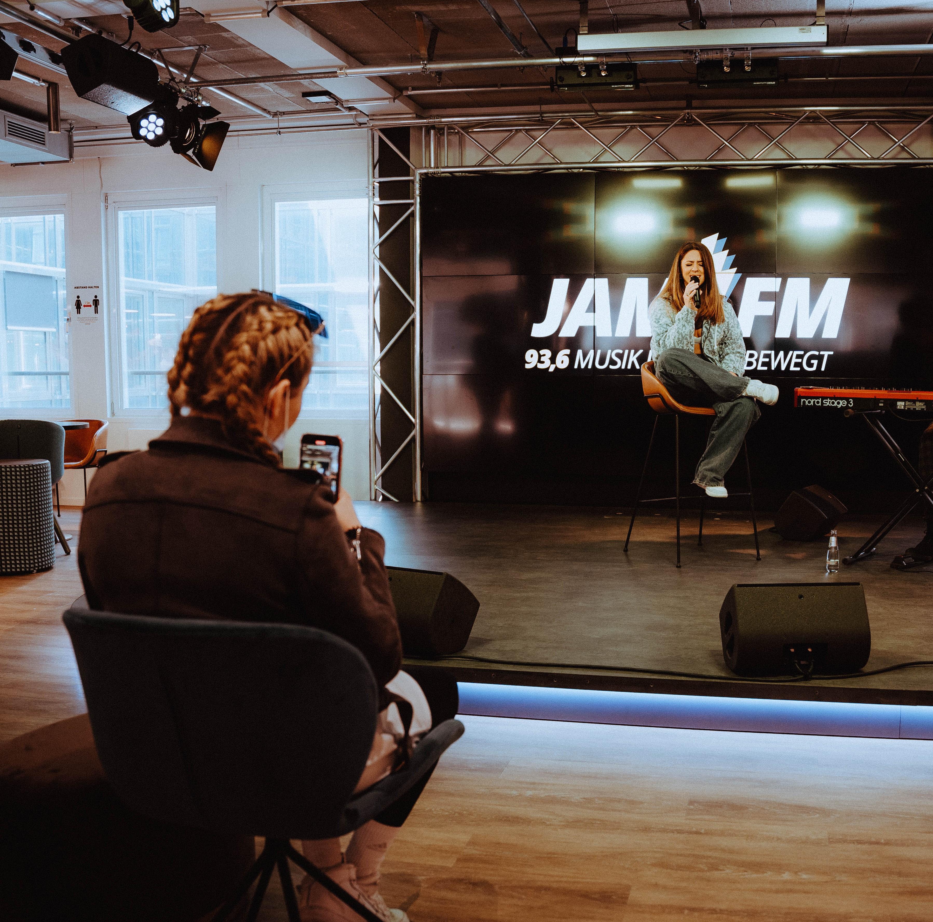 Radiosender JAM FM präsentiert Livekonzerts mit Vanessa Mai