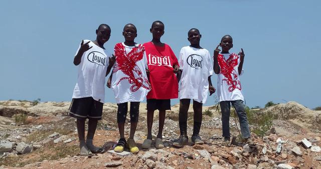 Kontra K/Loyal Athletics - Modelabel unterstützt international Bedürftige